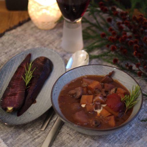 Veganes Schmorgericht mit Rotwein